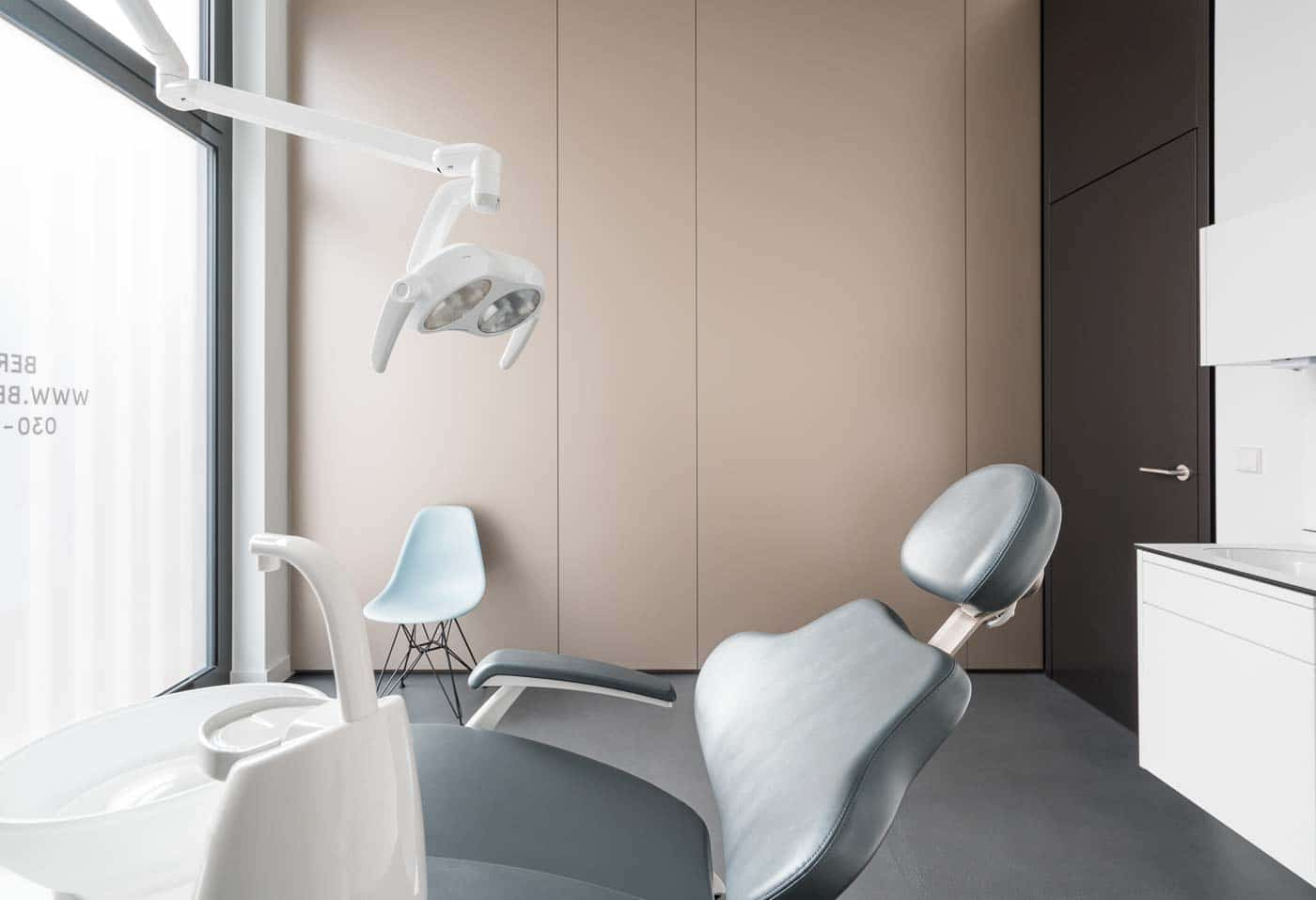 Behandlungsraum Zahnarzt Berlin - Praxis Zahnzentrum Berlin Smile